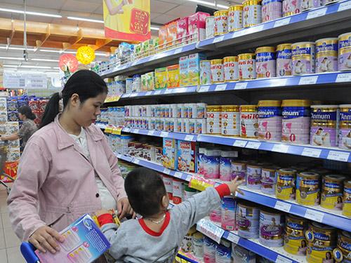 Cơ quan quản lý vẫn chưa kiểm soát được giá các sản phẩm sữa Ảnh: HỒNG THÚY