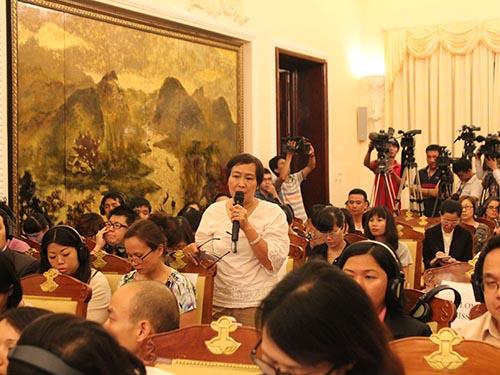 Phóng viên Báo Người Lao Động đặt câu hỏi với Phó chủ nhiệm Ủy ban Biên giới Quốc gia