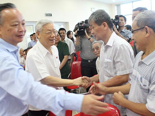 Tổng Bí thư Nguyễn Phú Trọng thăm hỏi cử tri 2 quận Ba Đình và Tây Hồ