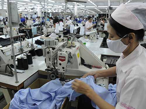 Năng suất lao động của Việt Nam hiện chỉ bằng 35% Thái Lan, 54% Trung Quốc... Ảnh: HỒNG THÚY