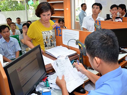 Đại diện các doanh nghiệp làm thủ tục nộp thuế tại Cục Thuế TP HCMẢnh: Tấn Thạnh