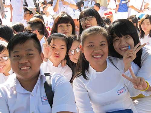 Nữ sinh Trường THPT Phan Châu Trinh (Đà Nẵng) duyên dáng trong ngày khai giảng
