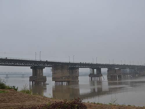 Một phần dự án đường sắt đô thị Hà Nội tuyến số 1 (có hạng mục thiết kế xây dựng cầu vượt sông Hồng sát cầu Long Biên) Ảnh: Tuấn Nguyễn