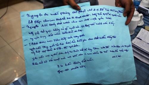 Một trong 6 tờ giấy do bà Mai để lại có nội dung cầu nguyện cho đất nước hòa bình, phản đối Trung Quốc hạ đặt giàn khoan Hải Dương 981 trái phép
