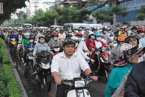 Các phương tiện lưu thông khó khăn trên đường Võ Thị Sáu, quận 3, TP HCM vào giờ cao điểm Ảnh: Tấn Thạnh
