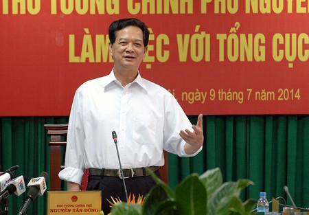 Thủ tướng Nguyễn Tấn Dũng: Kiên quyết đưa ra khỏi ngành những cán bộ nhũng nhiễu, tiêu cực - Ảnh: VGP/Nhật Bắc