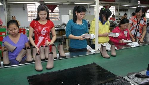 Công nhân Công ty Tích Hanh (TP HCM) kiểm tra sản phẩm
