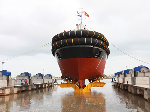 Hạ thủy tàu ASD 3212 YN 51235 có công suất 6.500 CV, sức kéo 85 tấn tại Hải Phòng Ảnh: TRỌNG ĐỨC