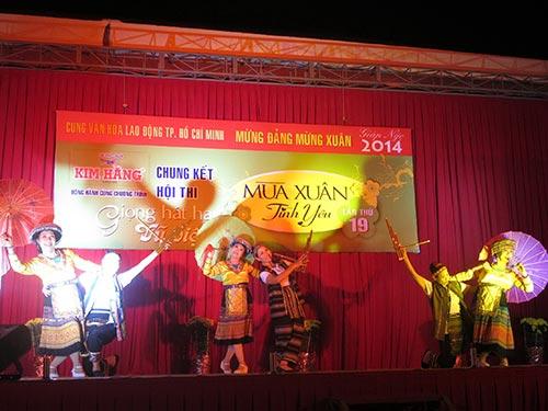 Nhóm múa CLB Dân gian hữu nghị với tiết mục Xuân về trên rẻo cao