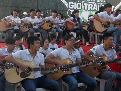 1.000 cây đàn guitar đồng diễn ca khúc