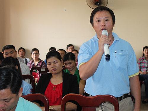 Công nhân góp ý tại buổi tiếp xúc với HĐND TP HCM
