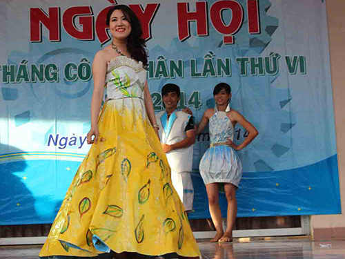 CNVC-LĐ quận Tân Phú, TP HCM thi thiết kế và biểu diễn thời trang làm từ phế liệu
