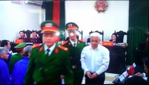 Bị cáo Nguyễn Đức Kiên (bầu Kiên) tại phiên toà sáng 1-12