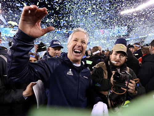 Denver Broncos ăn mừng chiến thắng, đồng nghĩa với việc ông chủ tiệm nội thất McIngvale  mất 6% doanh thu hằng năm. Ảnh: Reuters