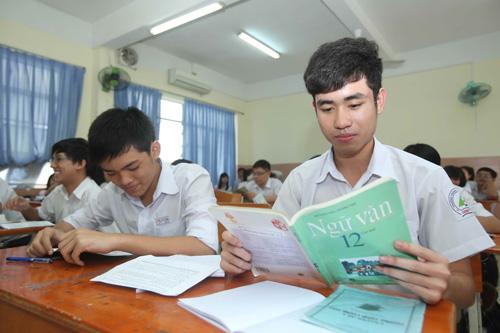 Học sinh lớp 12 Trường THPT Lương Thế Vinh (TP.HCM) ôn thi môn văn
