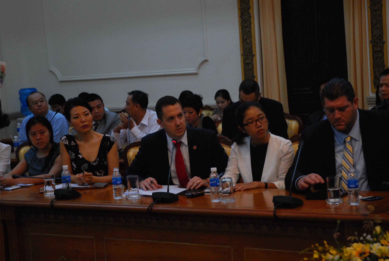 Các DN nước ngoài tham dự buổi làm việc với UBND TPHCM. Ảnh: X.Đặng