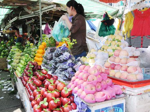 Rất nhiều loại trái cây có nguồn gốc xuất xứ từ Trung Quốc. Ảnh: Hồng Thúy