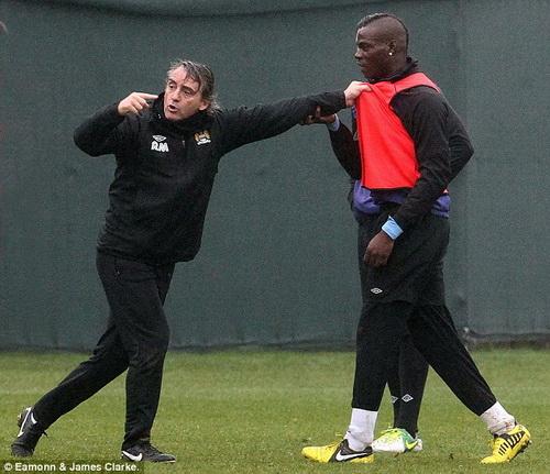 Balotelli từng xích mích với HLV Mancini ở Man City