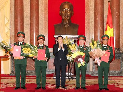 Chủ tịch nước Trương Tấn Sang chúc mừng 4 Thượng tướng mới của Quân đội nhân dân Việt Nam