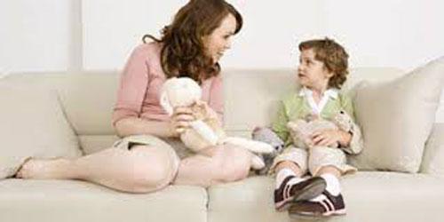 Khuyến khích trẻ nói từ đơn giản, không đòi hỏi tư duy ngôn ngữ. (Ảnh chỉ có tính minh họa) Ảnh: INTERNET