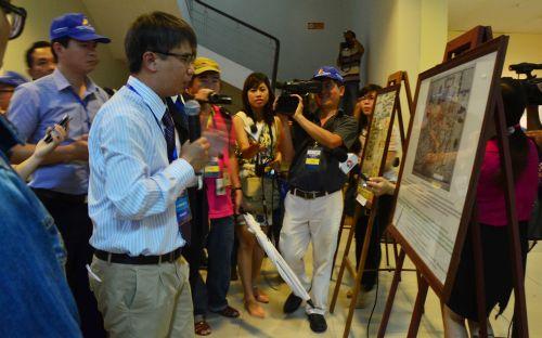 Các học giả quốc tế ký tên trên bản đồ Việt Nam có hai quần đảo Hoàng Sa- Trường Sa
