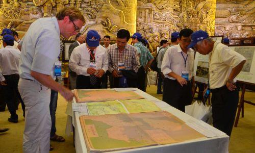 Đông đảo người xem đến với triển lãm khẳng định chủ quyền Hoàng Sa Trường Sa là lãnh thổ của Việt Nam
