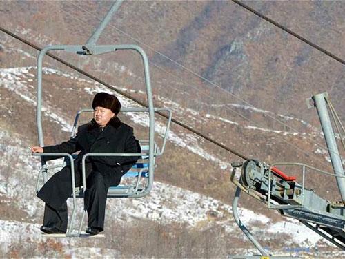 Ông Kim tới thăm khu trượt tuyết