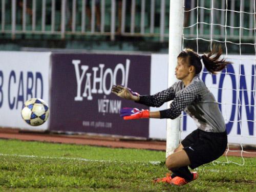 Thủ môn Kiều Trinh dù để thủng lưới 5 bàn nhưng vẫn là người chơi hay nhất cho Việt Nam