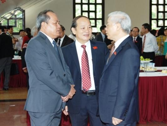Tổng Bí thư Nguyễn Phú Trọng trao đổi với các đại biểu trước khi khai mạc Kỳ họp thứ 7, Quốc hội khoá XIII