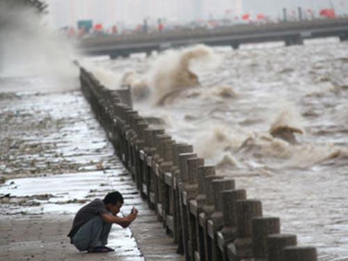 Thiên tai khiến các vùng ven biển Trung Quốc thiệt hại nặng Ảnh: TÂN HOA XÃ
