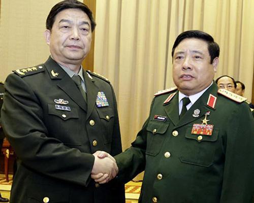 Bộ trưởng Quốc phòng Phùng Quang Thanh gặp Bộ trưởng Quốc phòng Trung Quốc Thường Vạn Toàn bên lề hội nghị Bộ trưởng Quốc phòng ASEAN lần thứ 8 vào tháng 5-2014 tại Myanmar. Ảnh: THX