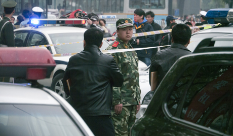 Cảnh sát đang treo thưởng 20.000 nhân dân tệ để bắt Shao. Ảnh: EPA