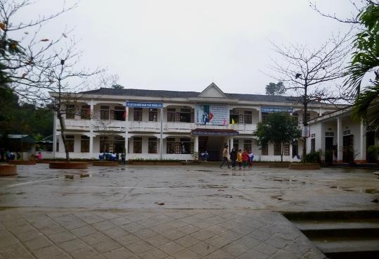 """Trường tiểu học Đức Bồng, nơi thầy cô """"tự nguyện"""" góp được 17 triệu đồng"""