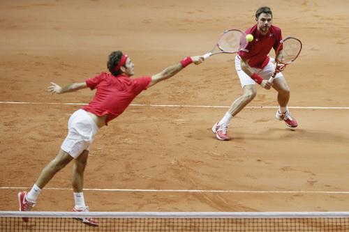 Federer tỏa sáng sau khi ra quân thất bại ở trận đơn với Monfils