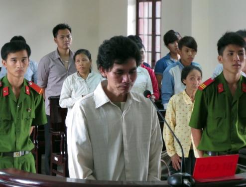 Hối hận vì hành vi tội lỗi đánh chết vợ, bị cáo Từ Đức Toàn xin được nhận án tử