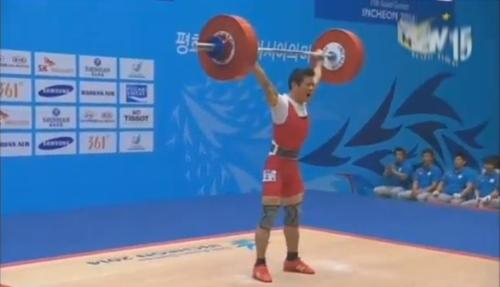 Kim Tuấn nâng mức tạ 134 kg thành công