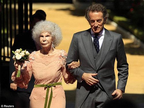 Nữ công tước kết hôn lần thứ 3 với người chồng kém mình 25 tuổi