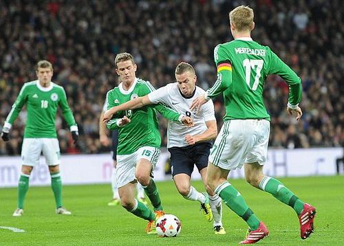 Cleverley ở trận giao hữu với tuyển Đức năm 2013