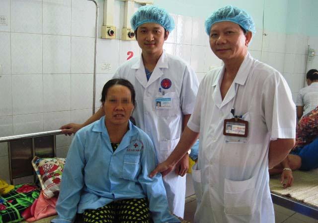 Bệnh nhân Tư được bóc tách khối u kỳ quái trong lồng ngực. Ảnh: Thái Bá