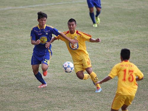 U17 Hà Nội T&T (áo vàng) vượt qua U17 B.Bình Dương