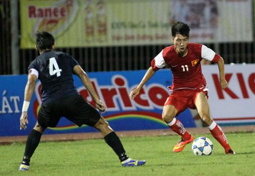 Tiền vệ Quách Tân đóng góp 1 bàn thắng trong chiến thắng 3-0 của U21 Việt Nam trước Singapore. Ảnh: KHẢ HÒA