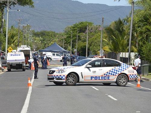 Cảnh sát phong tỏa bên ngoài căn nhà xảy ra vụ thảm sát hôm 19-12 Ảnh: AP