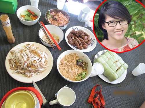 Bánh chưng và những món ăn tự chế từ lò vi sóng của nhóm bạn Hoàng My. Ảnh: Nhân vật cung cấp