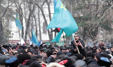 Người Tatar tụ tập ở Simferopol ngày 26-2. Ảnh: Itar-Tass