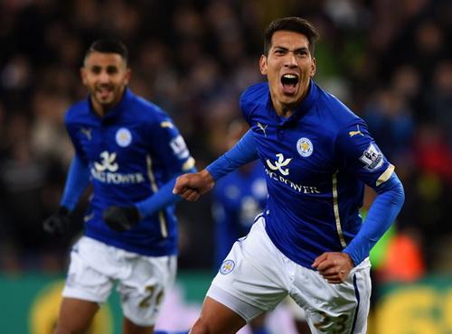 Leonardo Ulloa mở tỉ số cho Leicester với sự tiếp sức của thủ môn Mignolet
