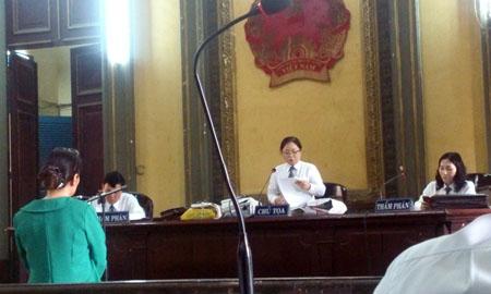Bị cáo Minh đang nghe tuyên án