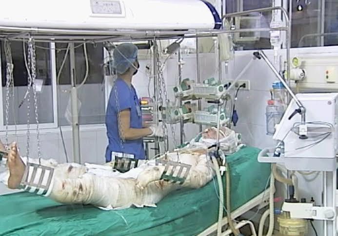 Các y bác sĩ đã nỗ lực tối đa cứu chữa chiến sĩ bị thương trong vụ trực thăng rơi