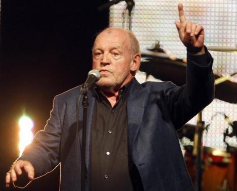 Nam ca sĩ nổi tiếng qua đời vì ung thư phổi