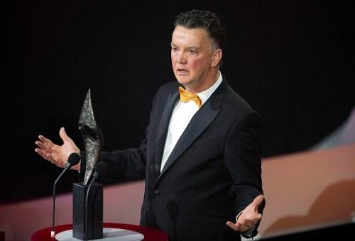 HLV Van Gaal nhận giải thưởng cao quý ở quê nhà