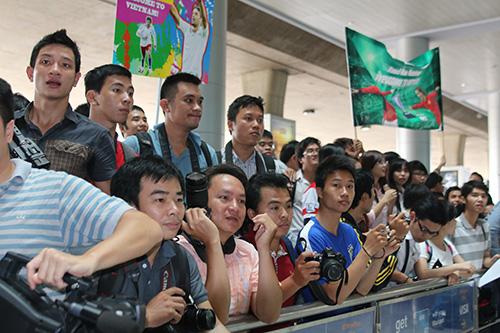 đông đảo giới báo chí và người hâm mộ đã có mặt từ sớm để đón Van Nistelrooy tại sân bay Tân Sơn Nhất